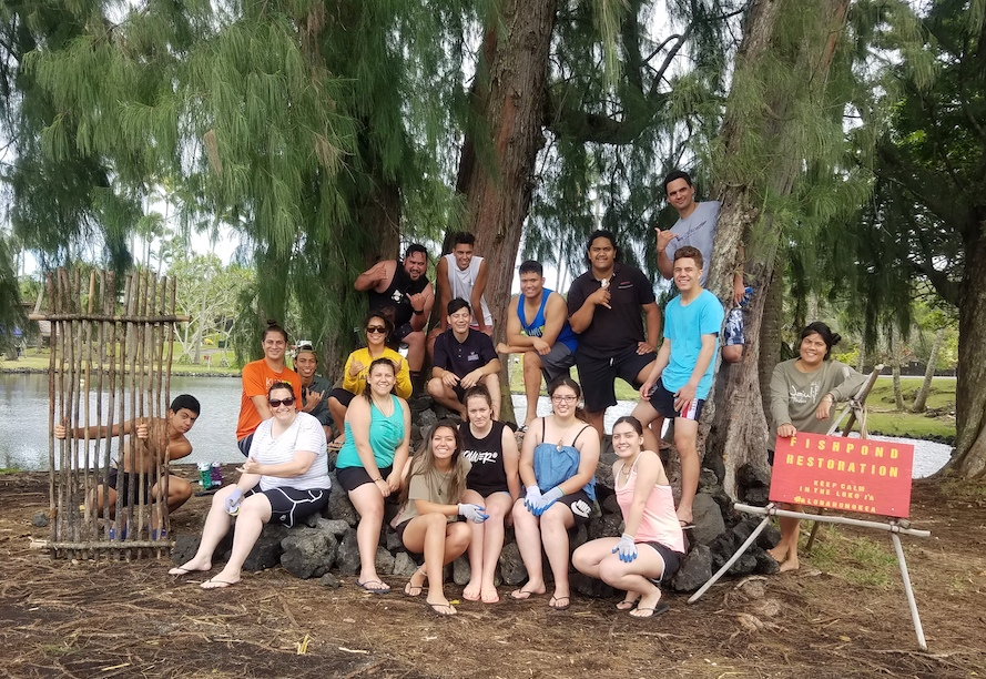 Keaholoa Students and Māori students under a tree, Big Island