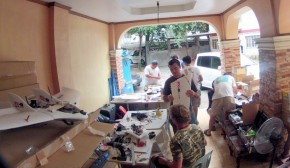UH Hilo's Nick Turner and UH Mānoa's Chuck Devaney build a fleet of UAV's with the Skyeye team in Manila.