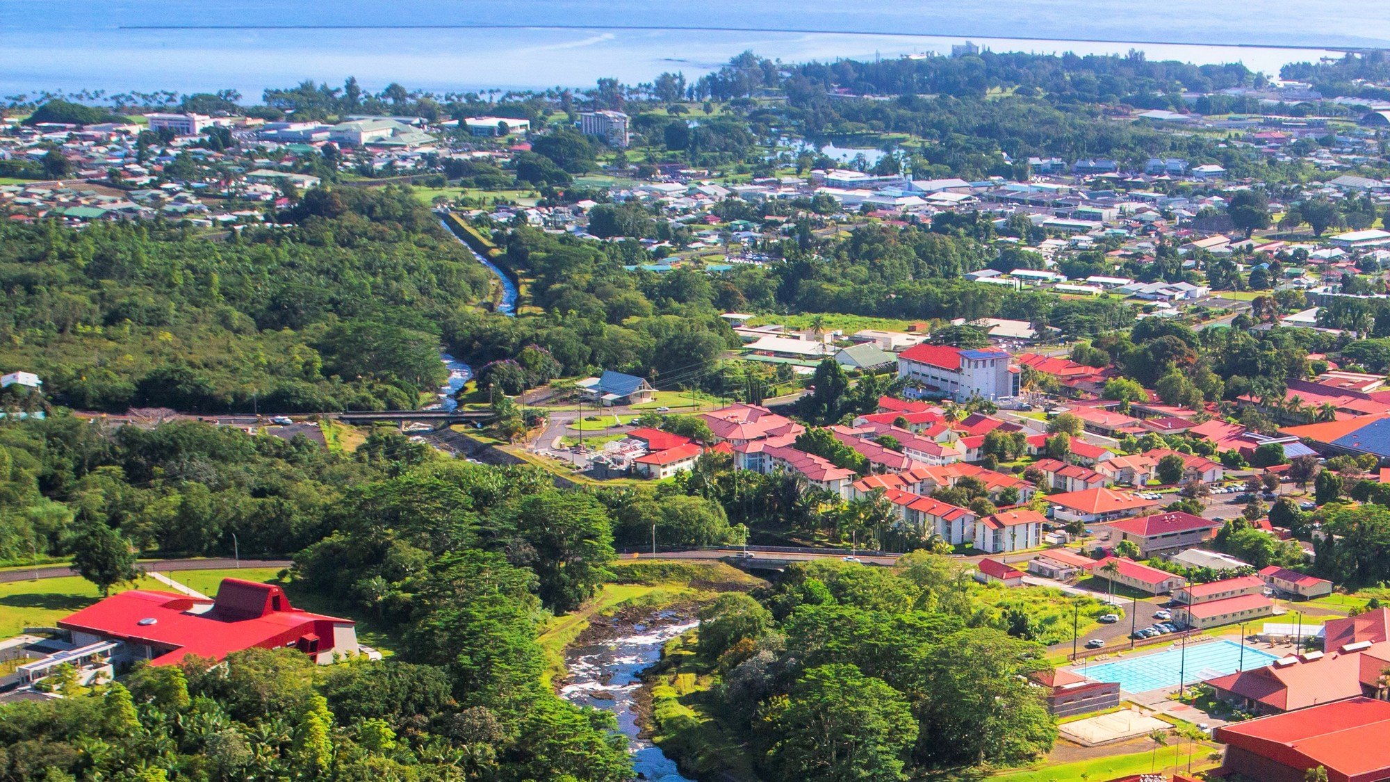 Aerial of campus in 2014 with Hilo Bay in background.