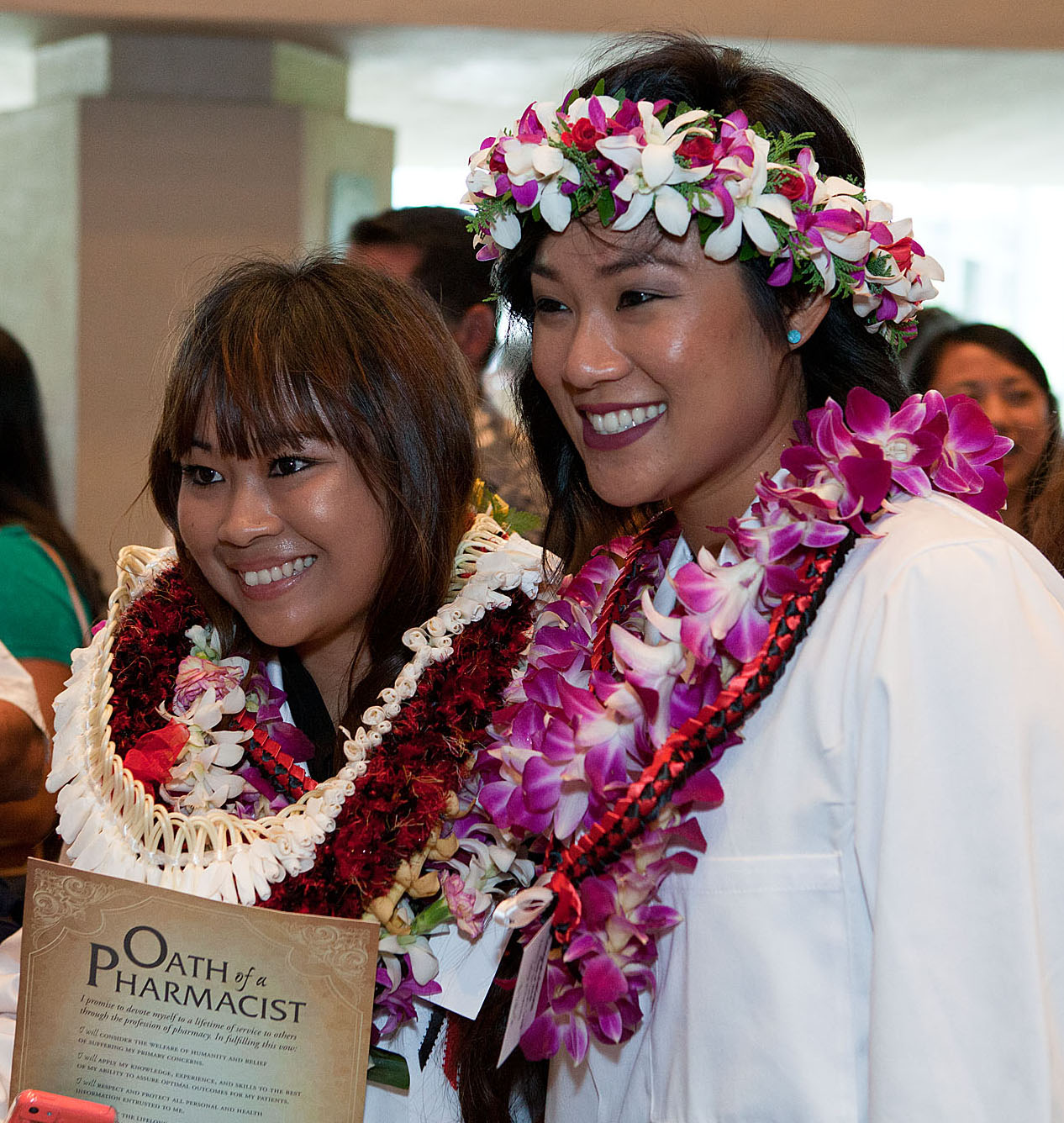 Incoming class at UH Hilo College of Pharmacy celebrates White Coat Ceremony