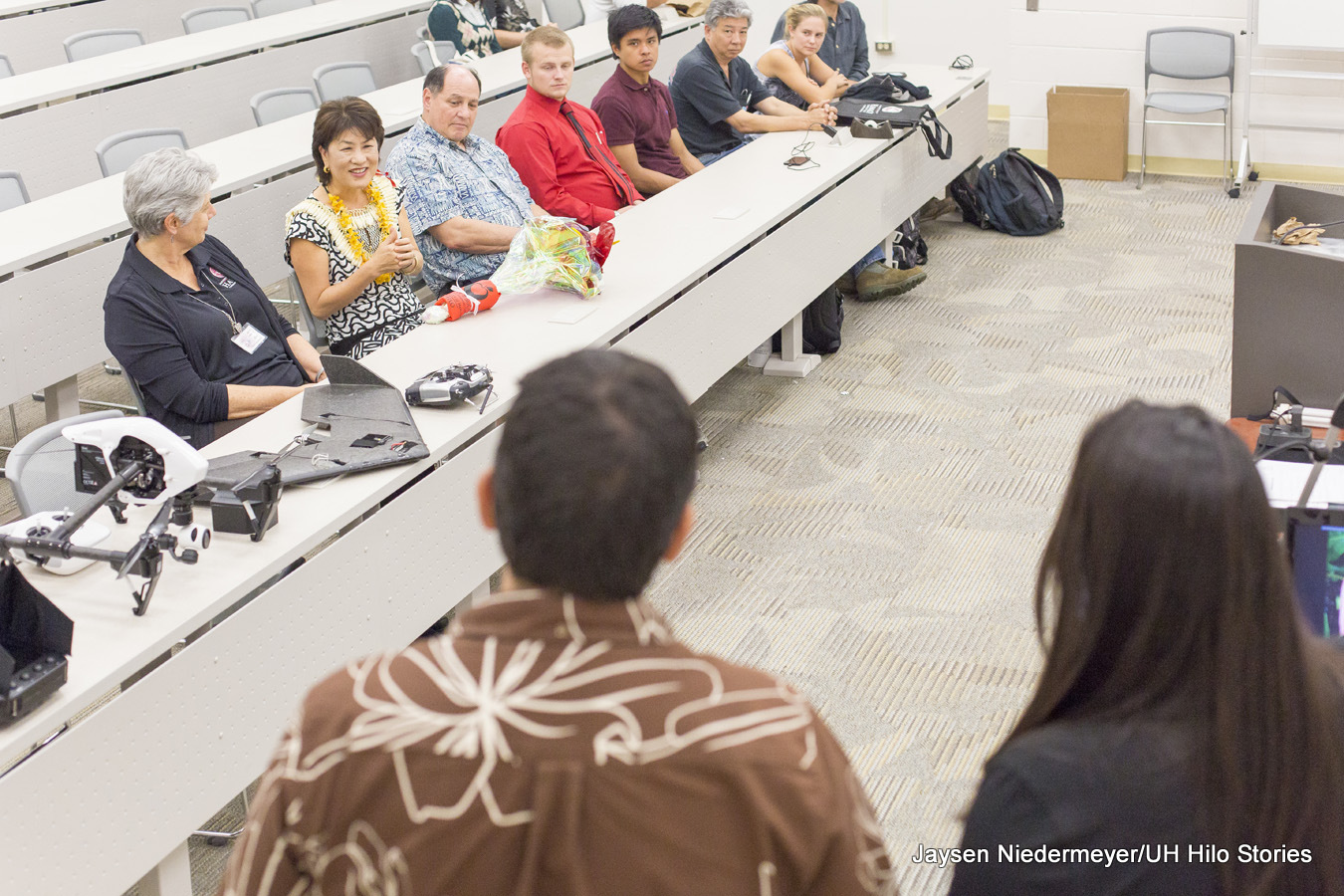 Hawaiʻi's first lady visits UH Hilo, learns about science and technology programs