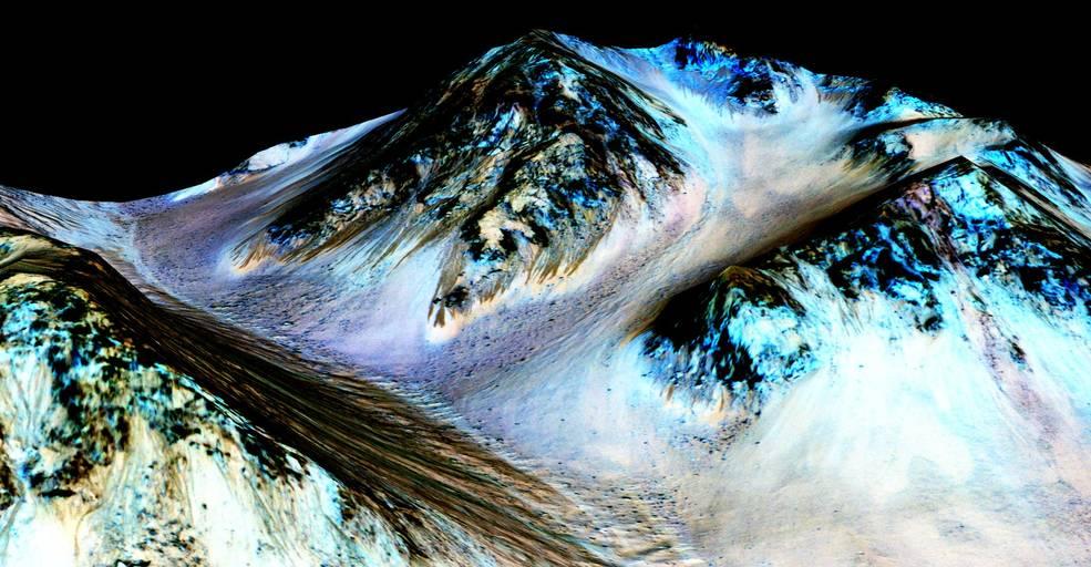 Photo images of water streaks on Mars.