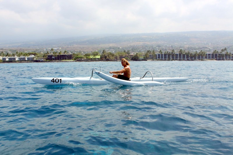 Prof. Barkhoff in a one-man race in Keauhou.