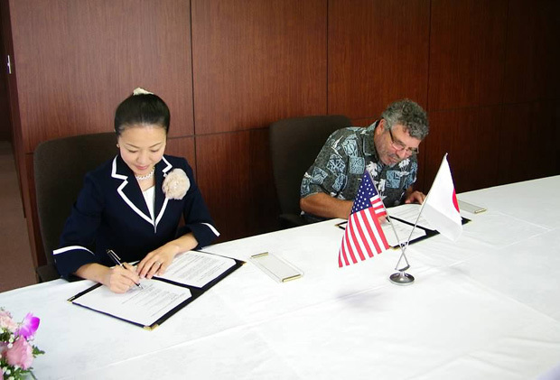 Asuka Tsuzuki, left, vice chairperson, Tsuzuki Educational Institution Group and Edward Fisher, associate dean for academic affairs for the Daniel K. Inouye College of Pharmacy at UH Hilo sign new agreement between Yokohama University of Pharmacy and UH Hilo.