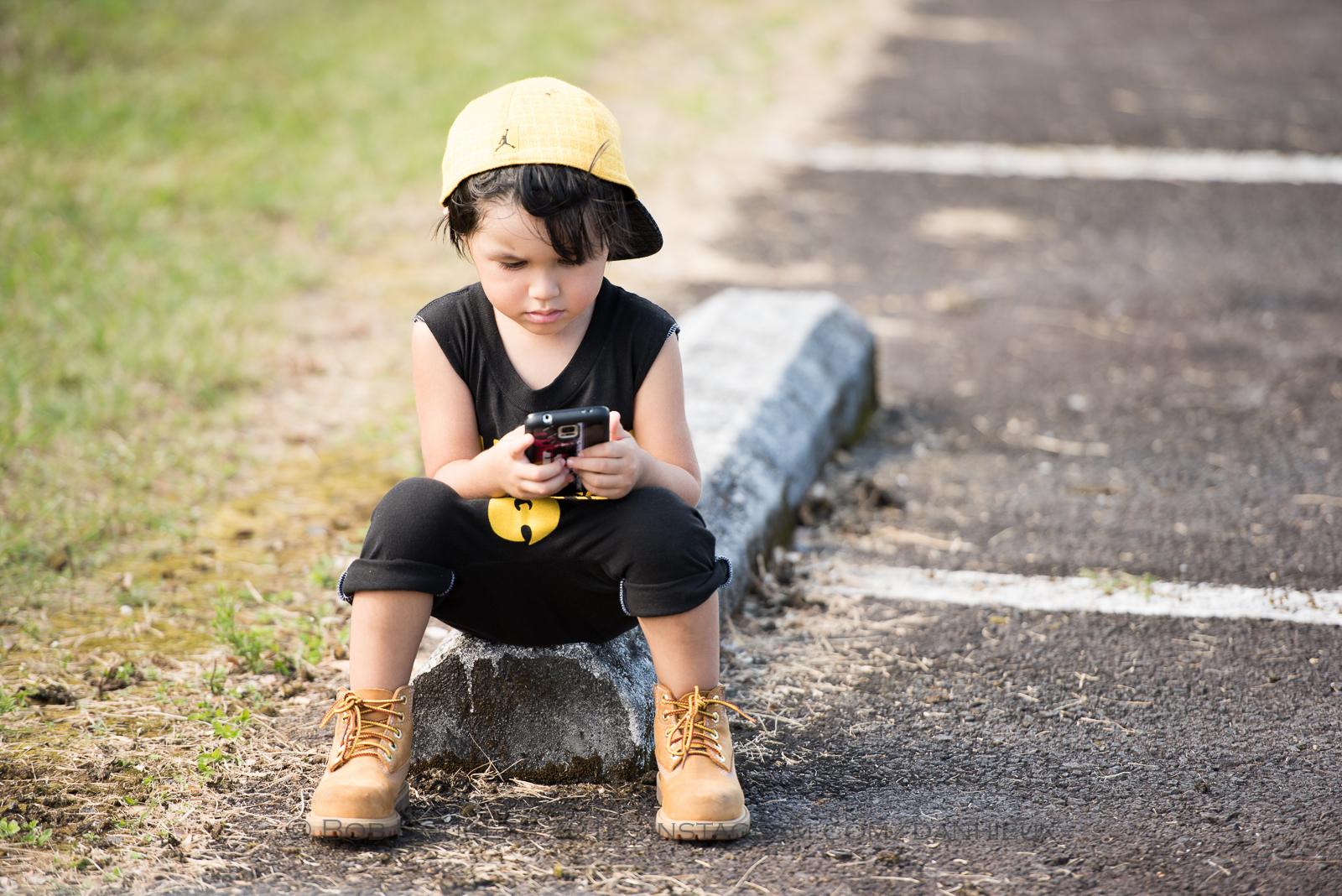 Kid sitting.