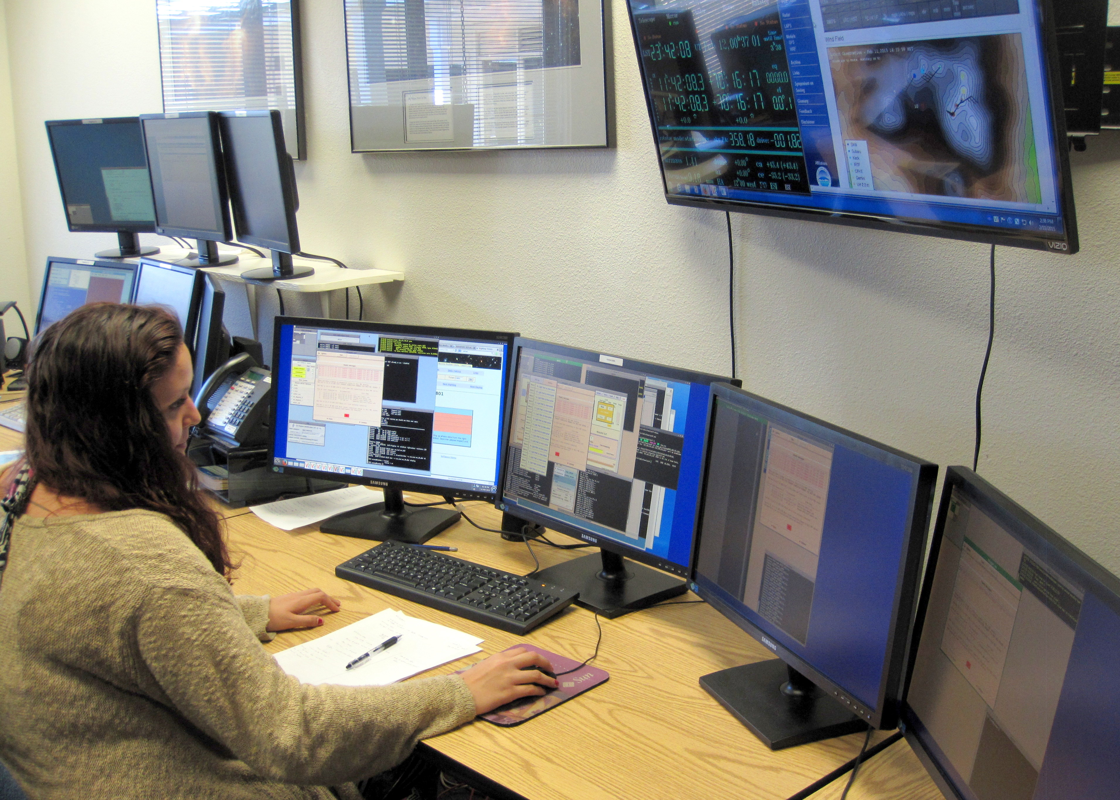 UH Hilo undergraduate Jasmin Silva conducting astronomy research on structure of galaxies