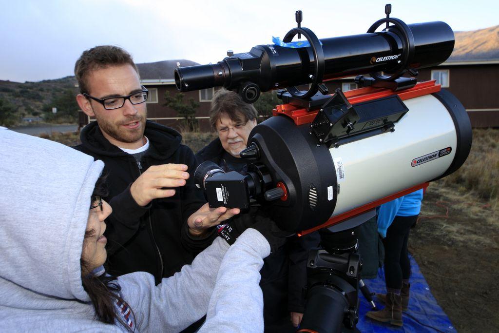 Students set up telescope.