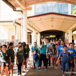 School children wlaking near the plaza.