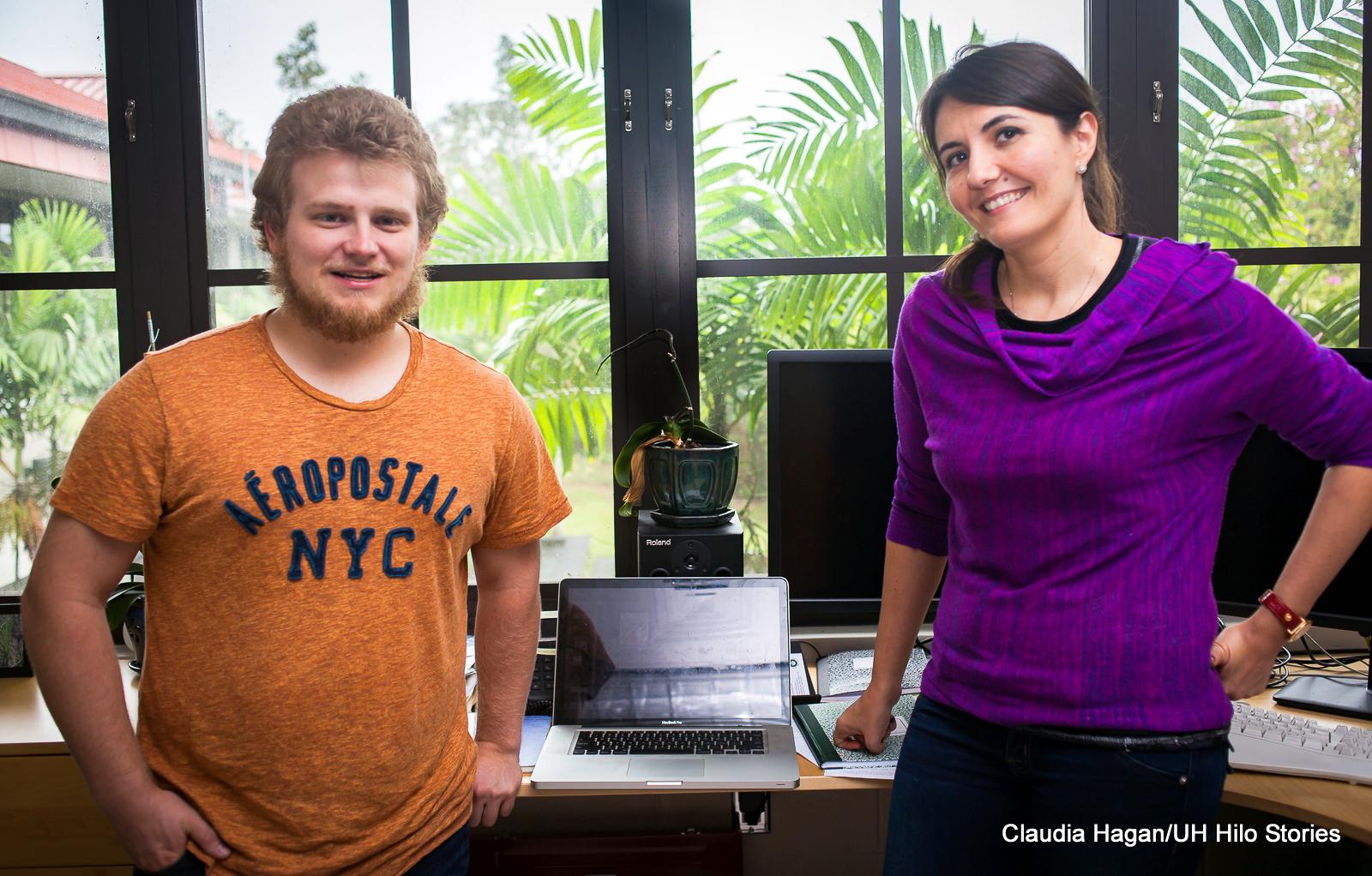 UH Hilo undergraduate Derek Hand conducting astronomy research on merging galaxies
