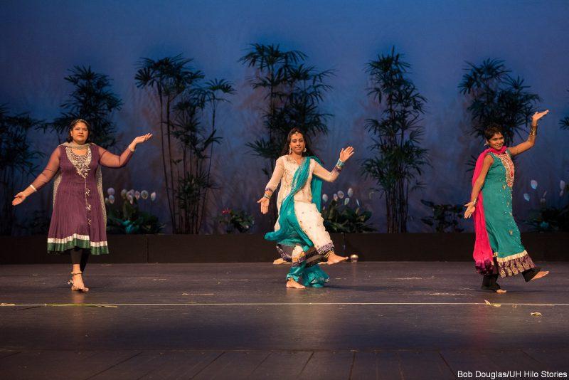 Female dancers in sari.