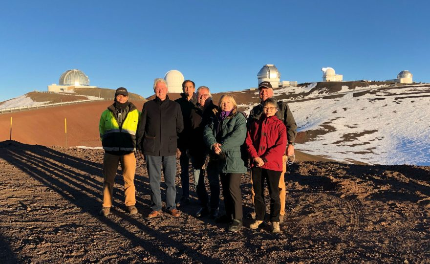 Bill and Hillary Clinton visit Maunakea, UH Hilo astronomy student shows them the galaxy