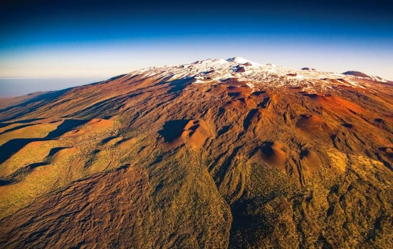 Maunakea with snow.