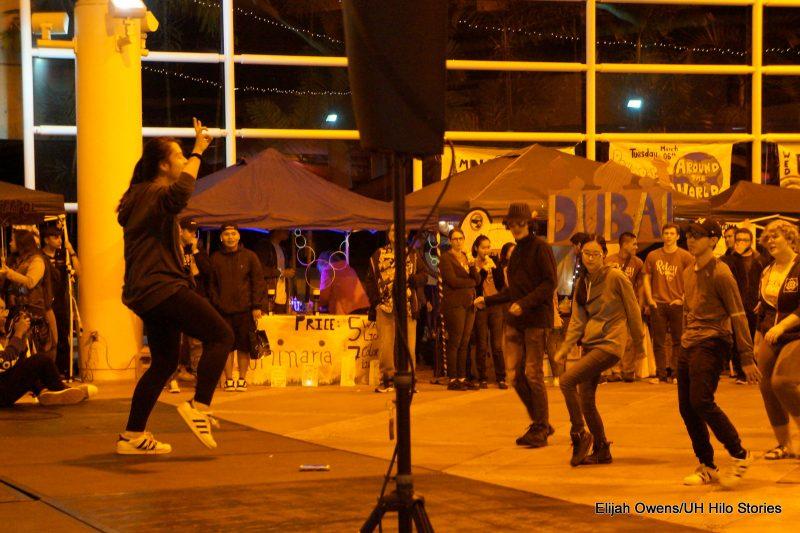 More students dancing.