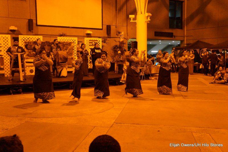Sāmoan group dancing, women.