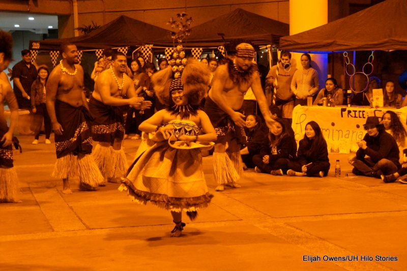 Sāmoan group dancing featuring Queen..