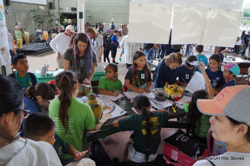 GROUPD OF SCHOOLCHILDREN AT TABLE DRAWING.