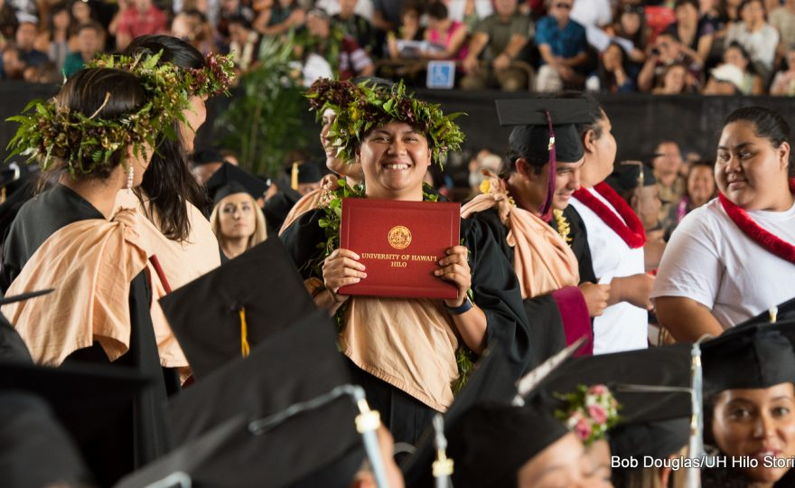 UH campuses to issue diplomas in Hawaiian and English