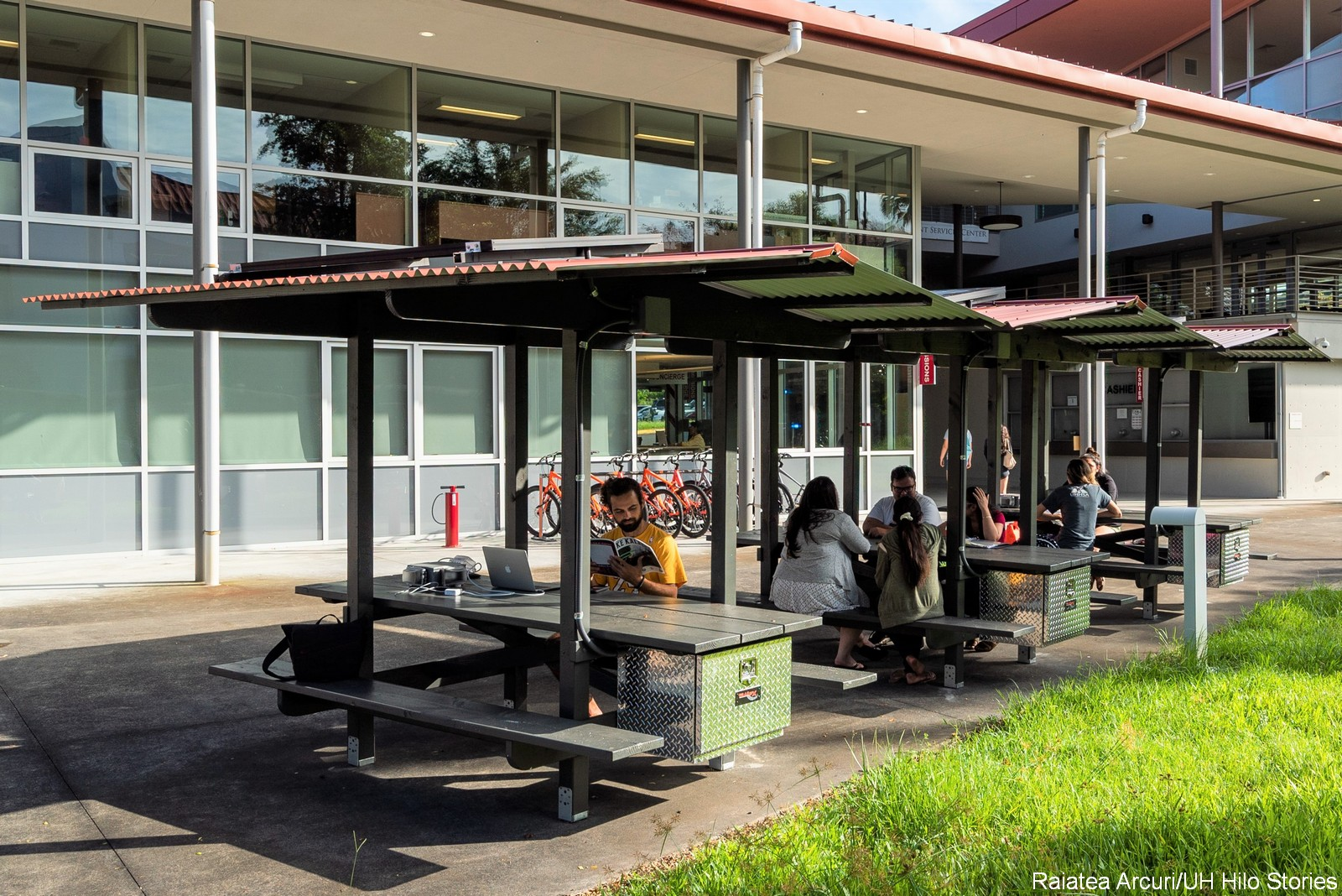 New Outdoor Gathering Places At Uh Hilo Solar Powered E