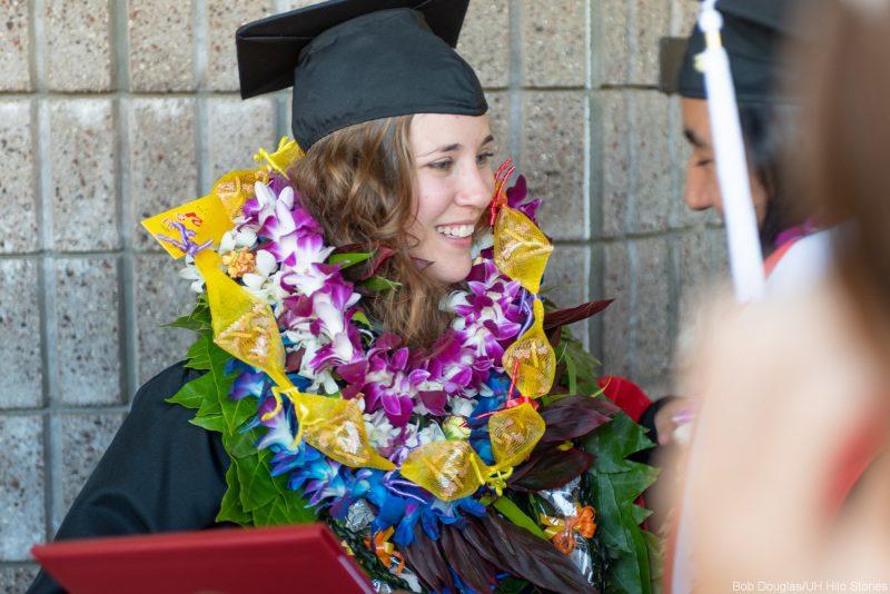 Graduate in lei.