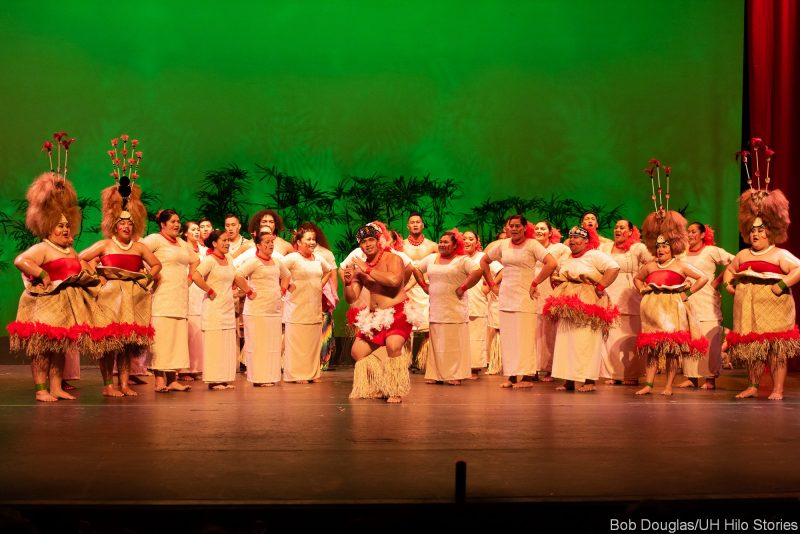 Large group of Samoan dancers.