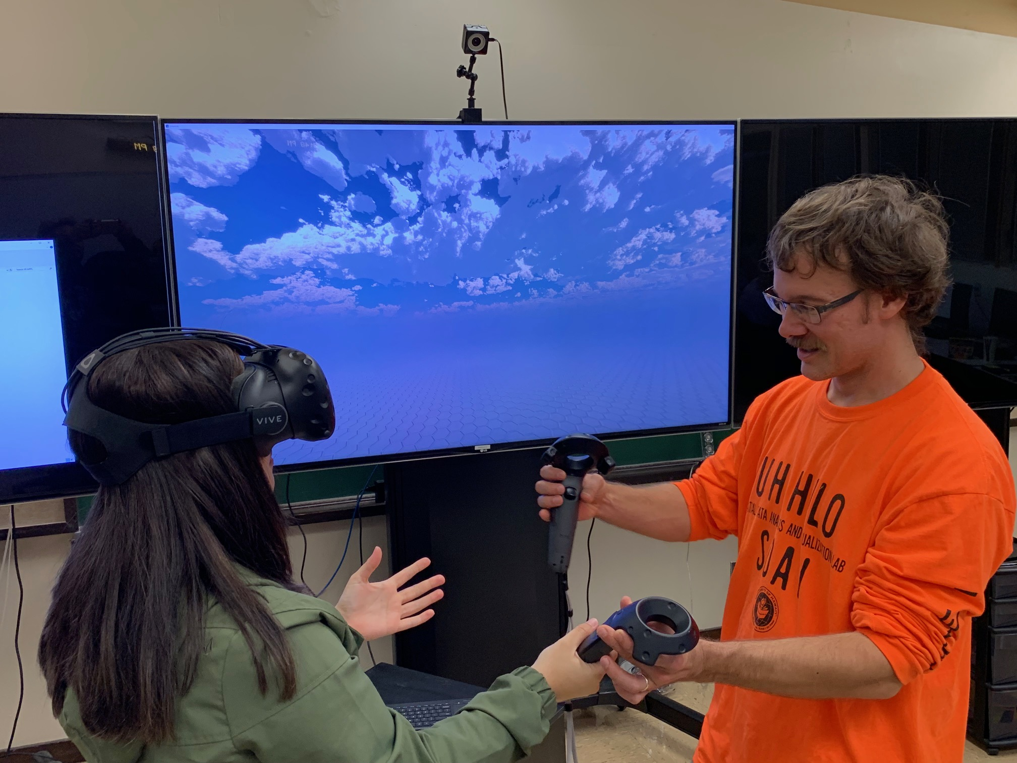 Prof. showing student how to use the visualization equipment.