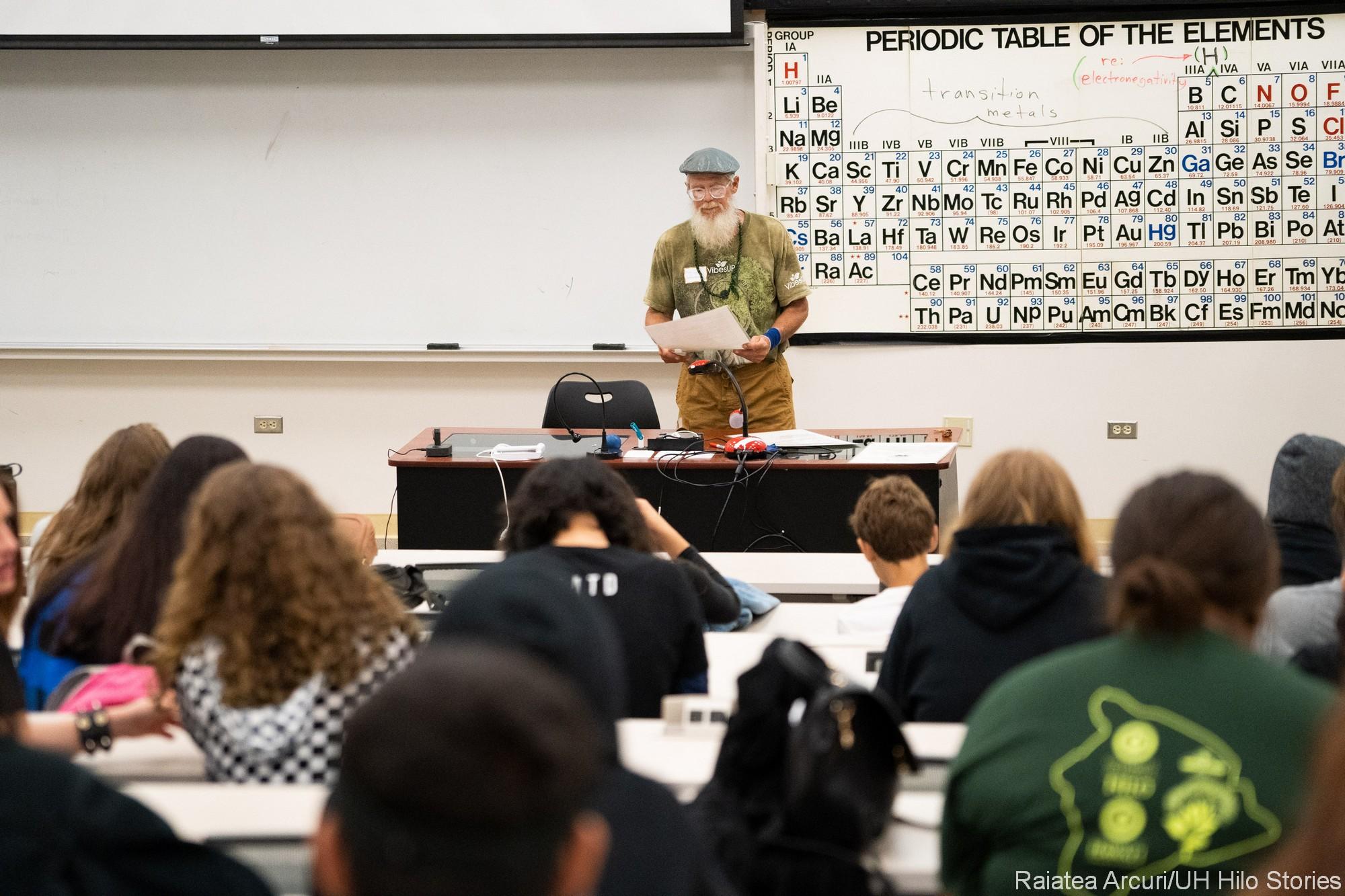 Mark Hansen talks to class.