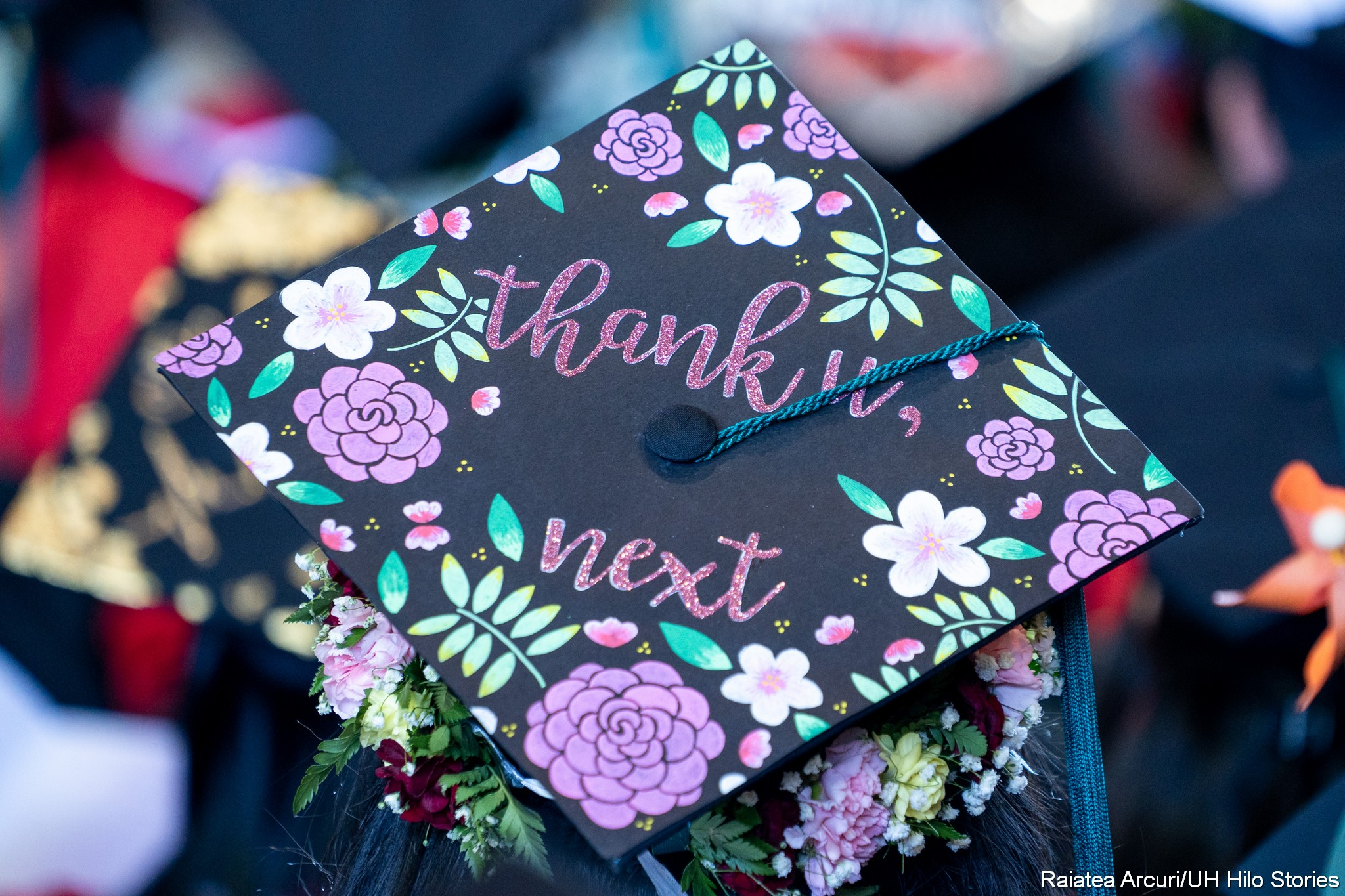 Mortarboard with words: Thank u next