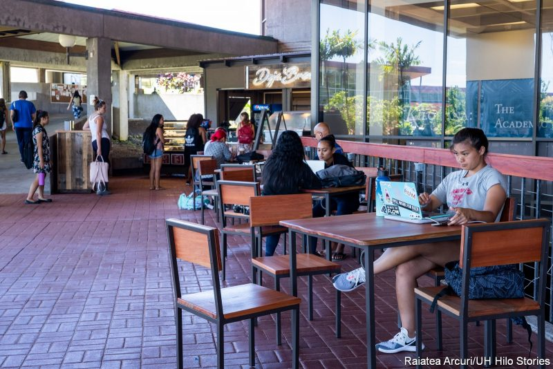 Students at new tables on the Library Lanai.