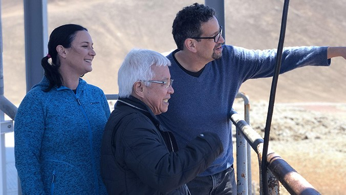 "Maunakea telescopes share in ""Oscars of Science"" for role in discovering black hole Pōwehi"
