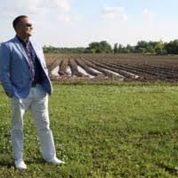 Teho Green stands in a field.