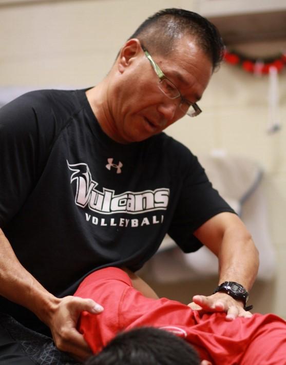 Kensei Gibbs doing physical therapy with athlete