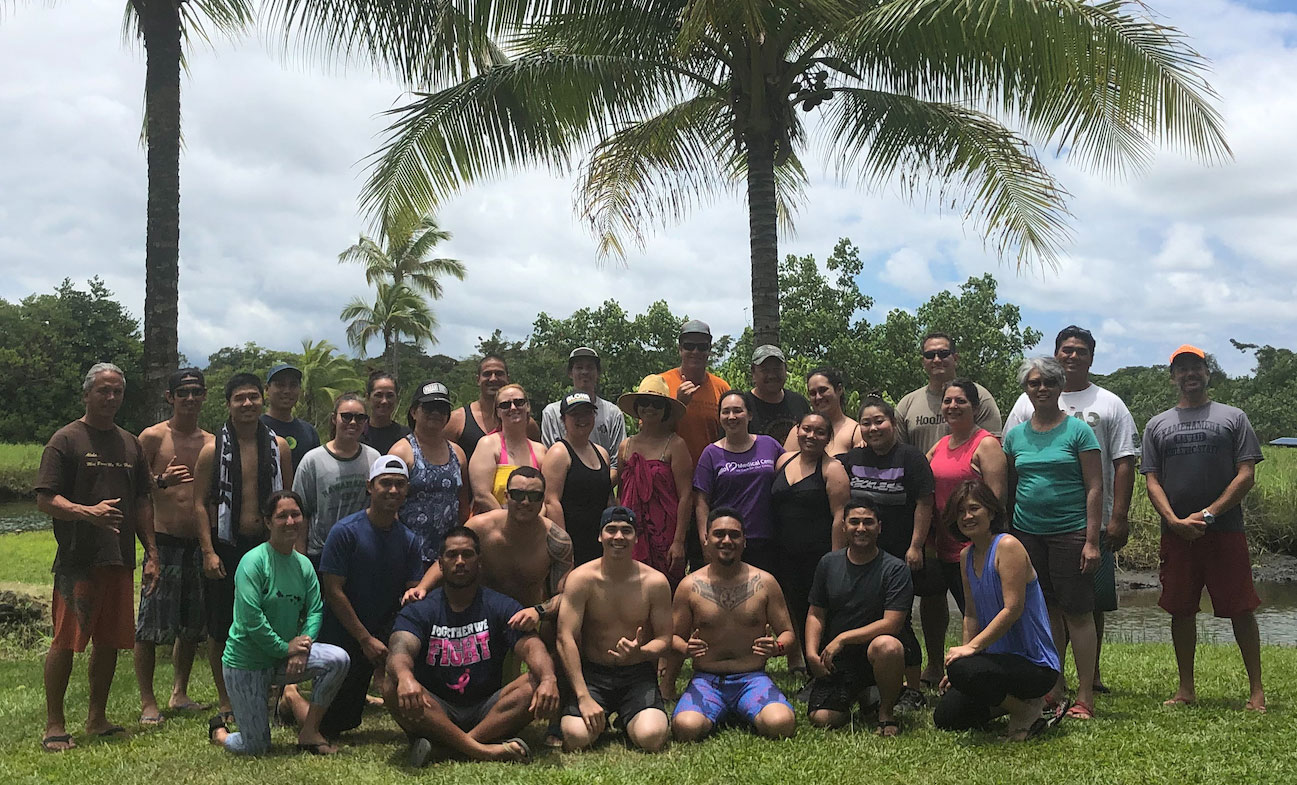 UH Hilo students have a beach day together.