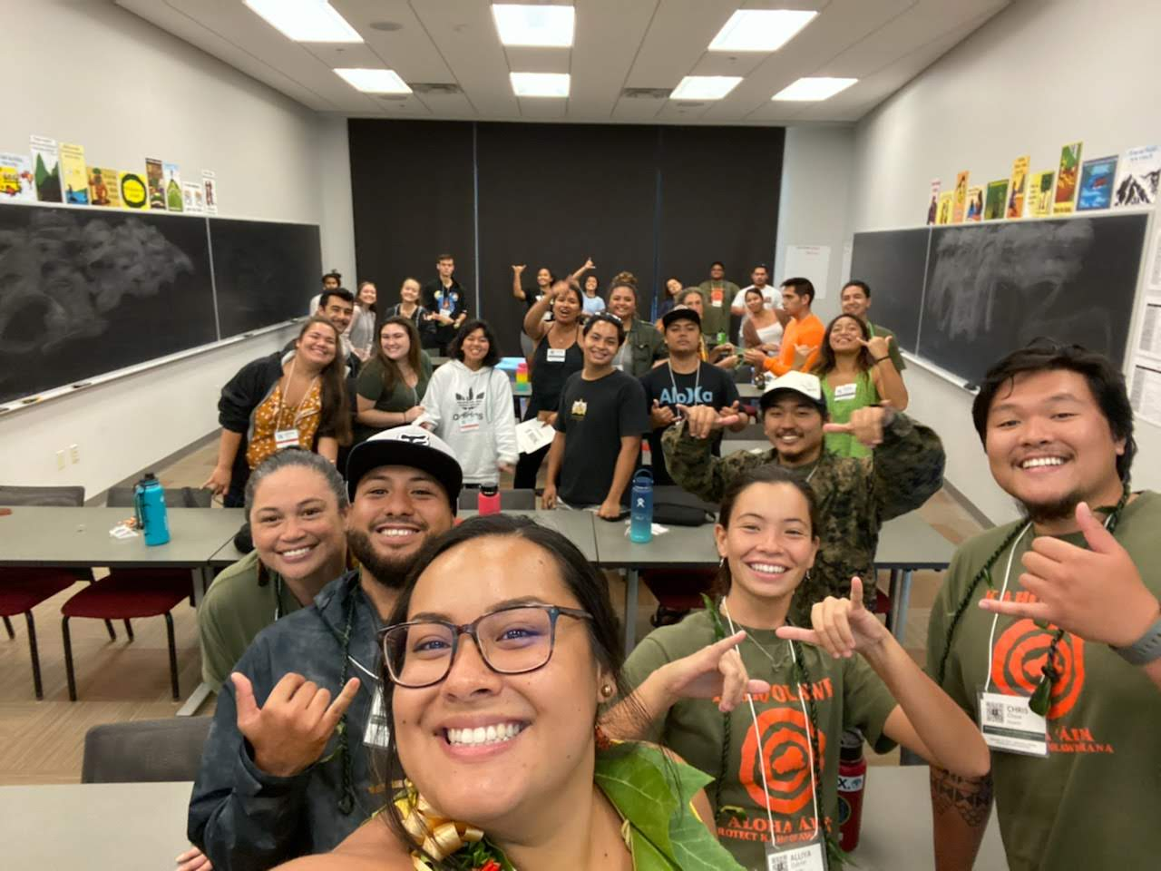 UH Hilo students throw shakas for a group photo.