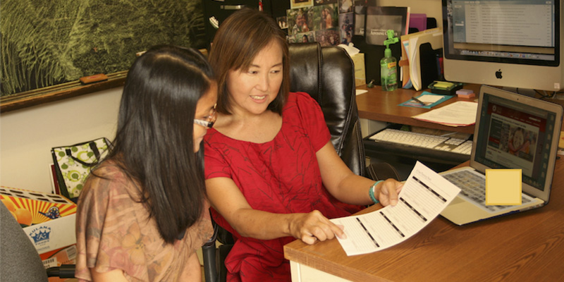 UH Hilo counselor Jody Kunimoto helps a student review their academic progress