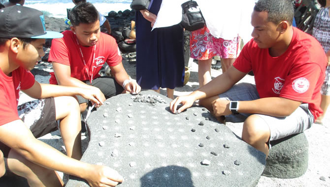 Embracing cultures, playing Hawaiian checkers
